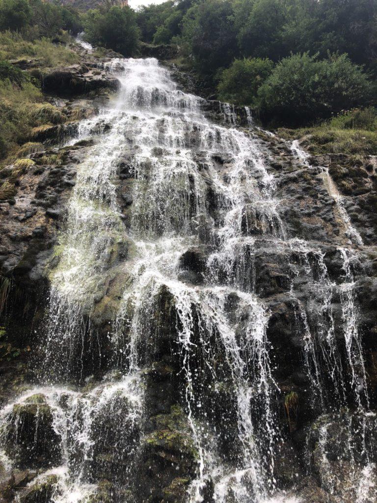 Une cascade à traverser