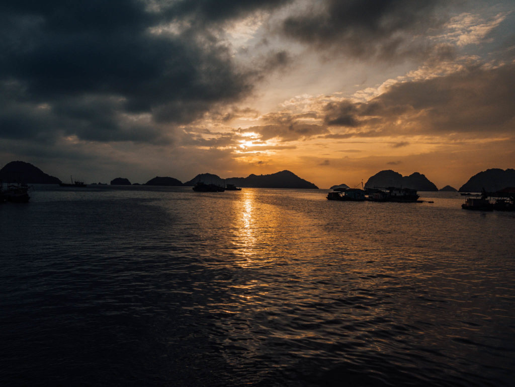 Notre premier coucher de soleil sur l'île