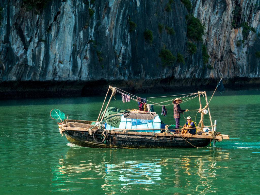 Des pêcheurs sur la baie