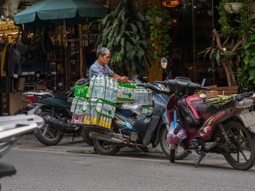 Facile de transporter sa marchandise à scooter au vietnam