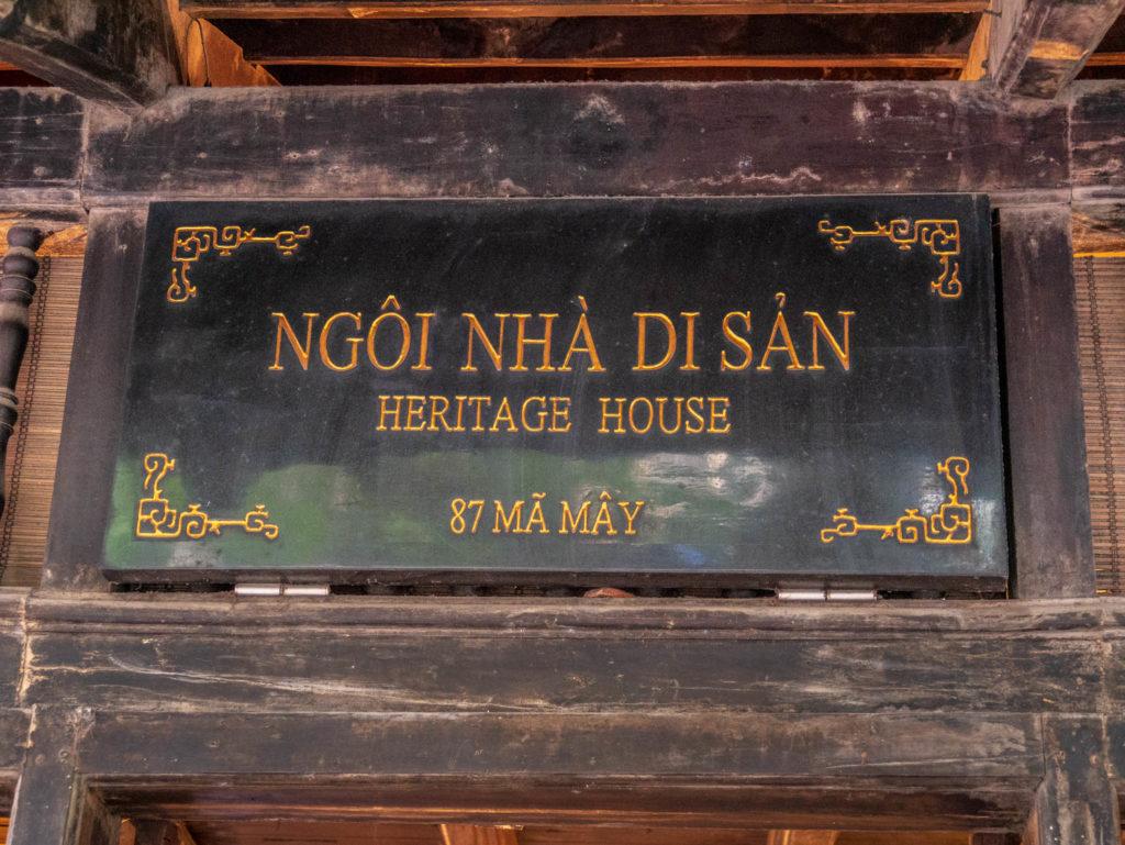 Plaque d'entrée d'une maison traditionnelle