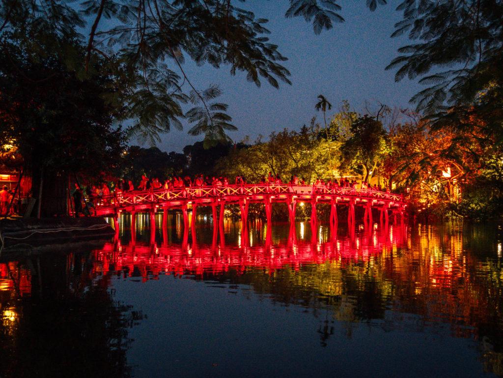 Le pont rouge de Hanoï