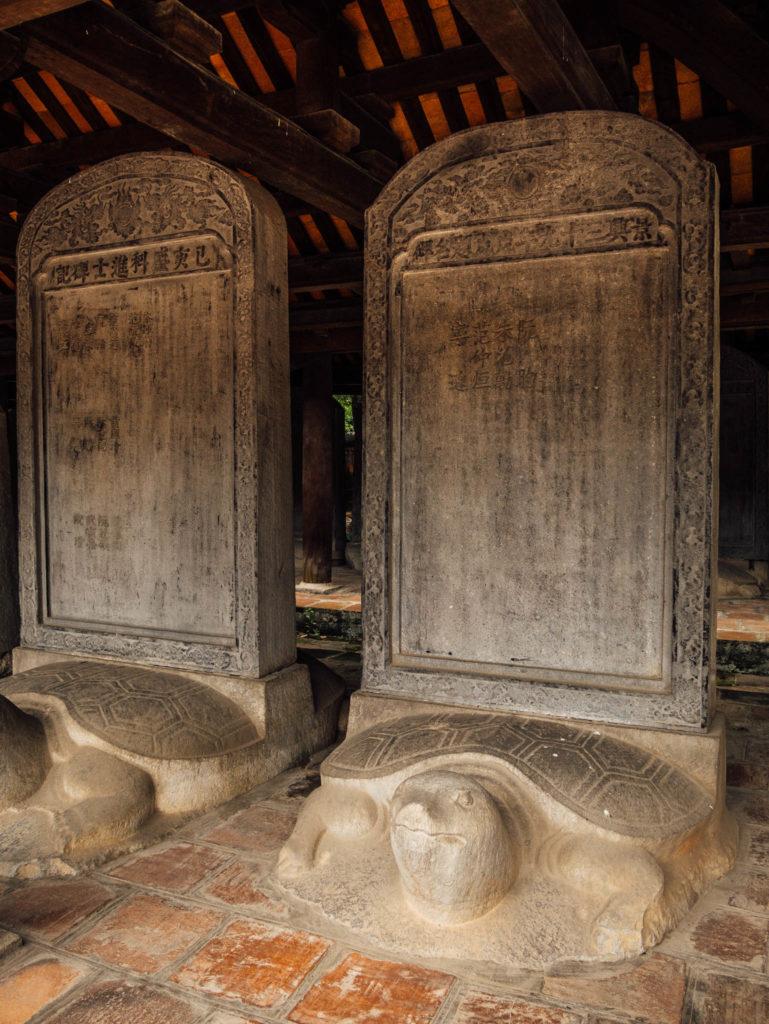 Des stèles comme en Chine!