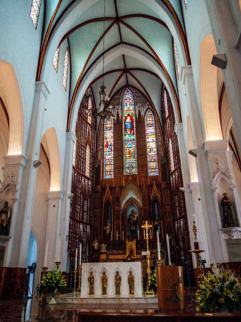 L'intérieur de la cathédrale Saint Joseph