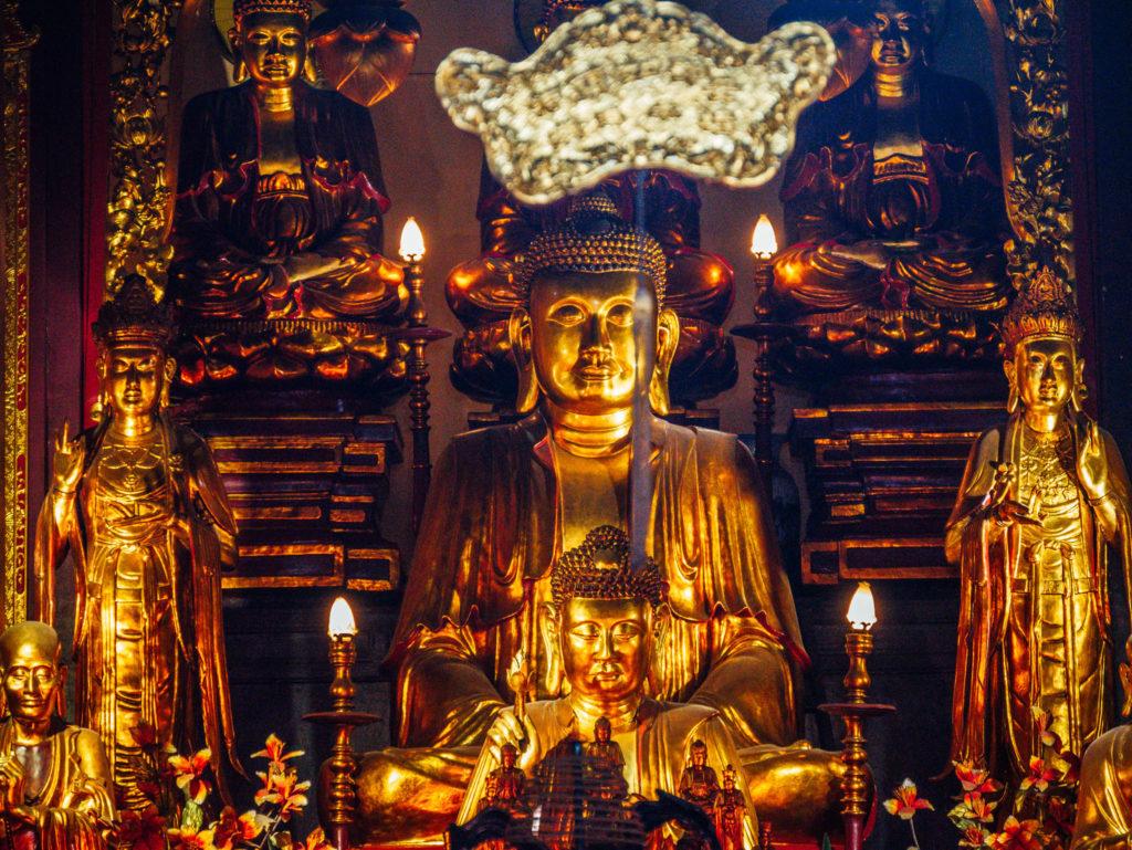 Des statues boudhistes