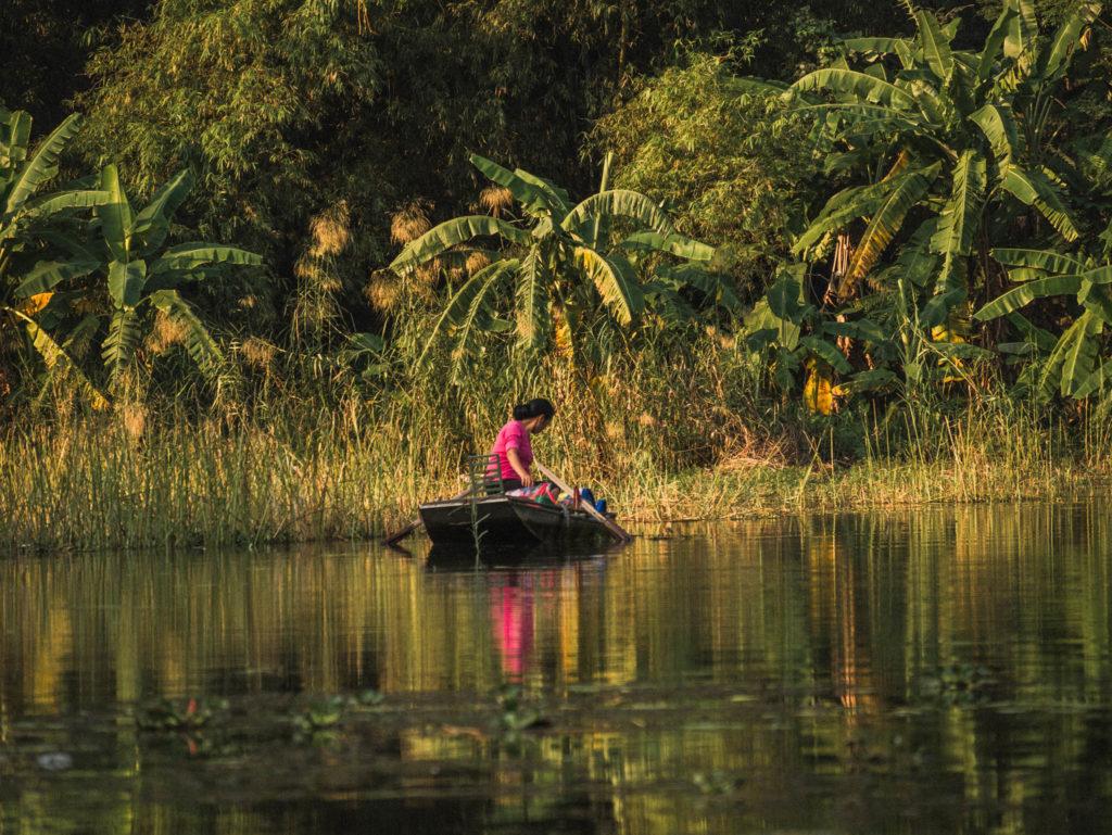 Une vendeuse sur sa barque