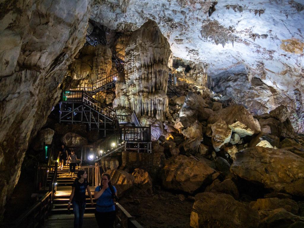 Entrée de la grotte du paradis vue d'en bas