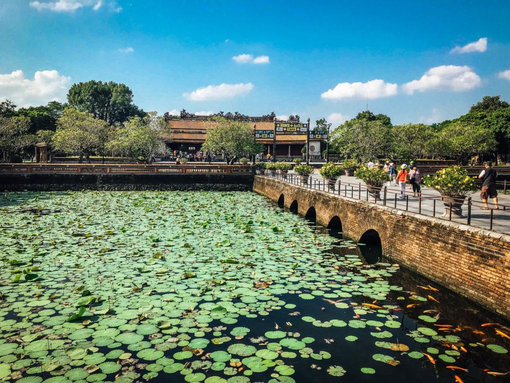Un étang de lotus dans la citadelle