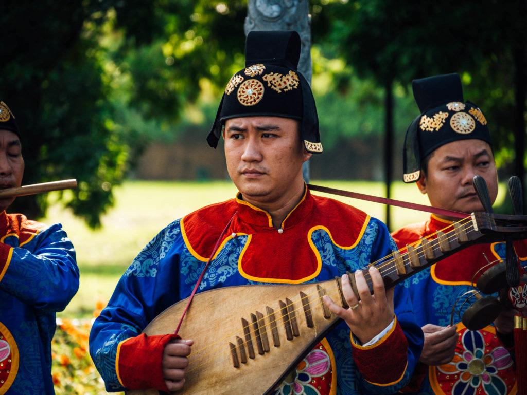 Un des musiciens d'un groupe qui jouait dans la citadelle