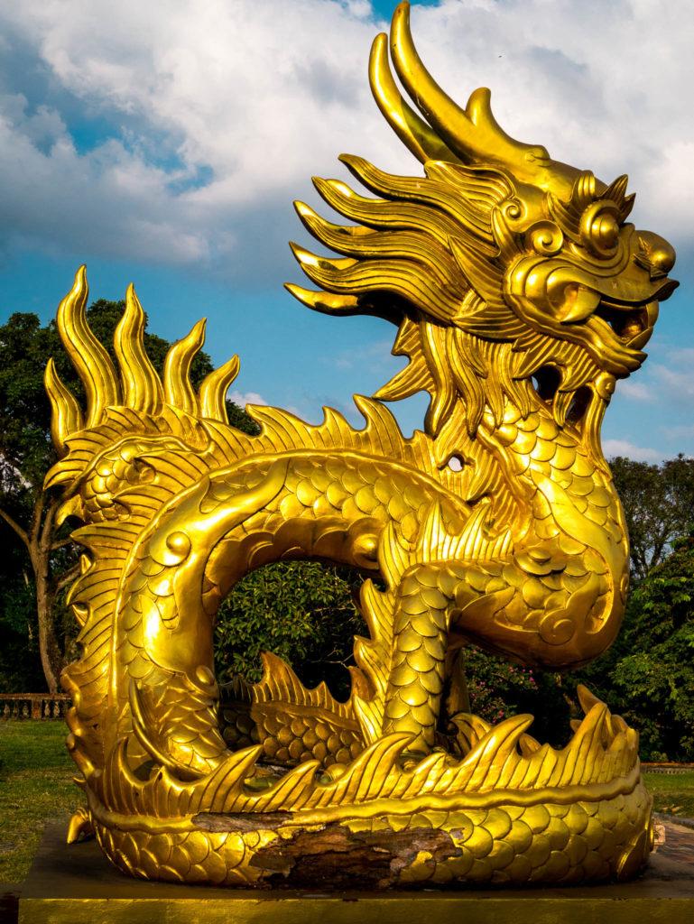 Un dragon doré au bout de la citadelle