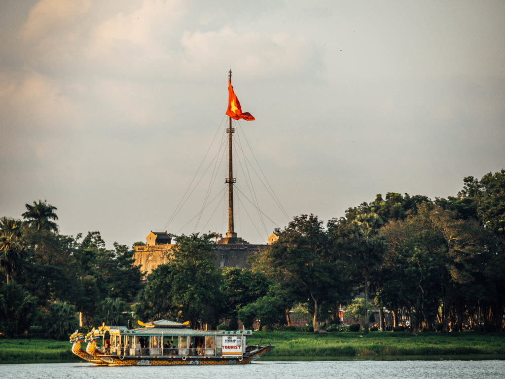 Citadelle de Hué vue du bateau