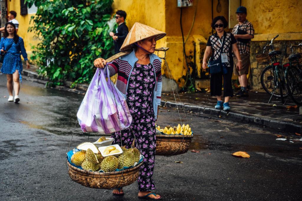 Une vendeuse de fruits