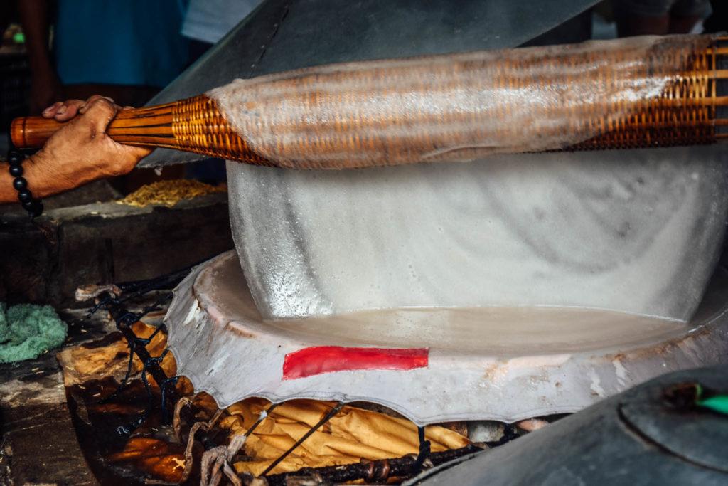 Les feuilles de riz sont récupérées et séchées pendant 4h