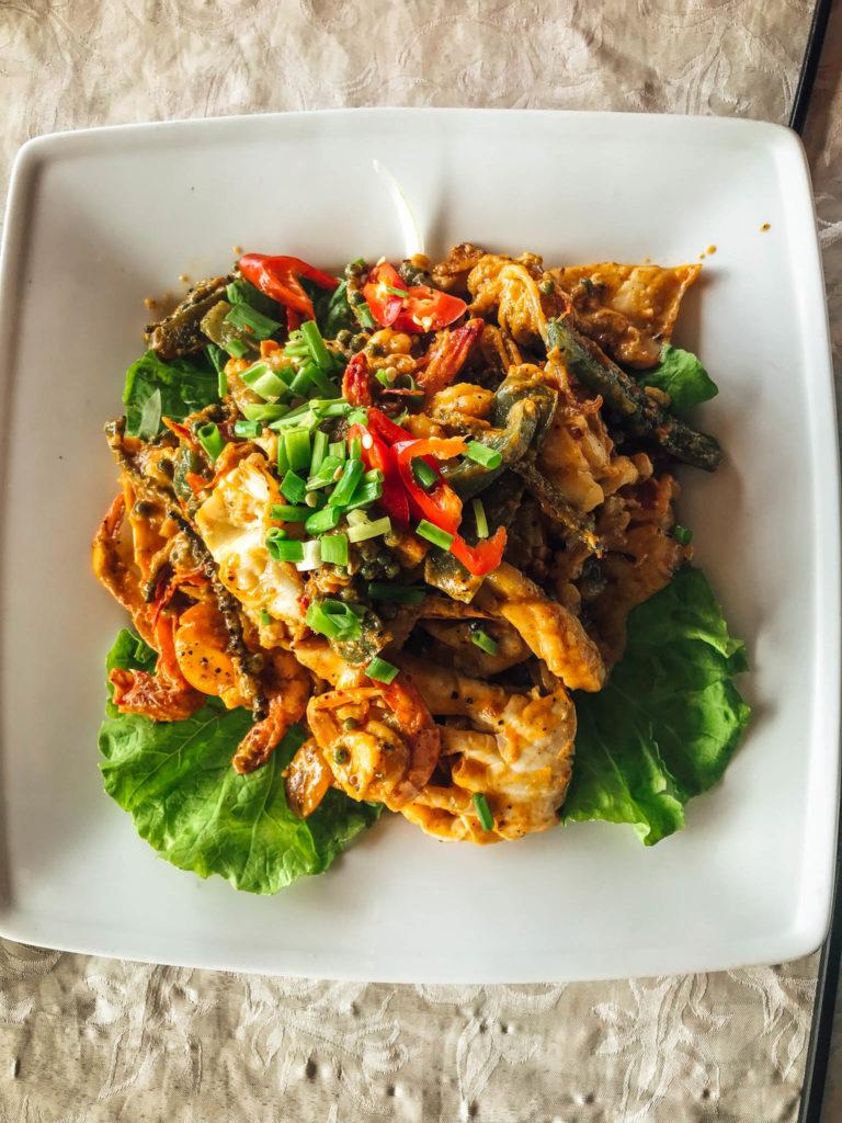 Notre repas du jour : Crabe, crevettes et poulpe