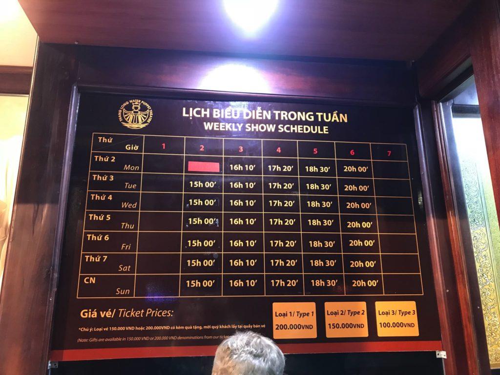 Une affiche détaillant les prix et les horaires du spectacle