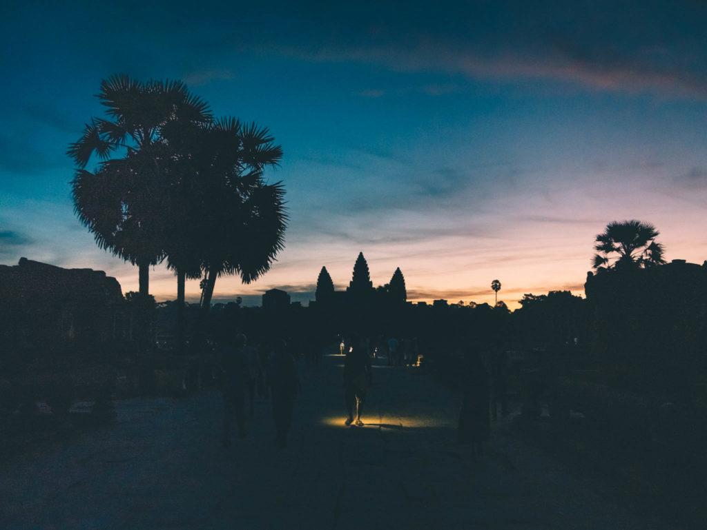 Angkor Vat se devoile doucement