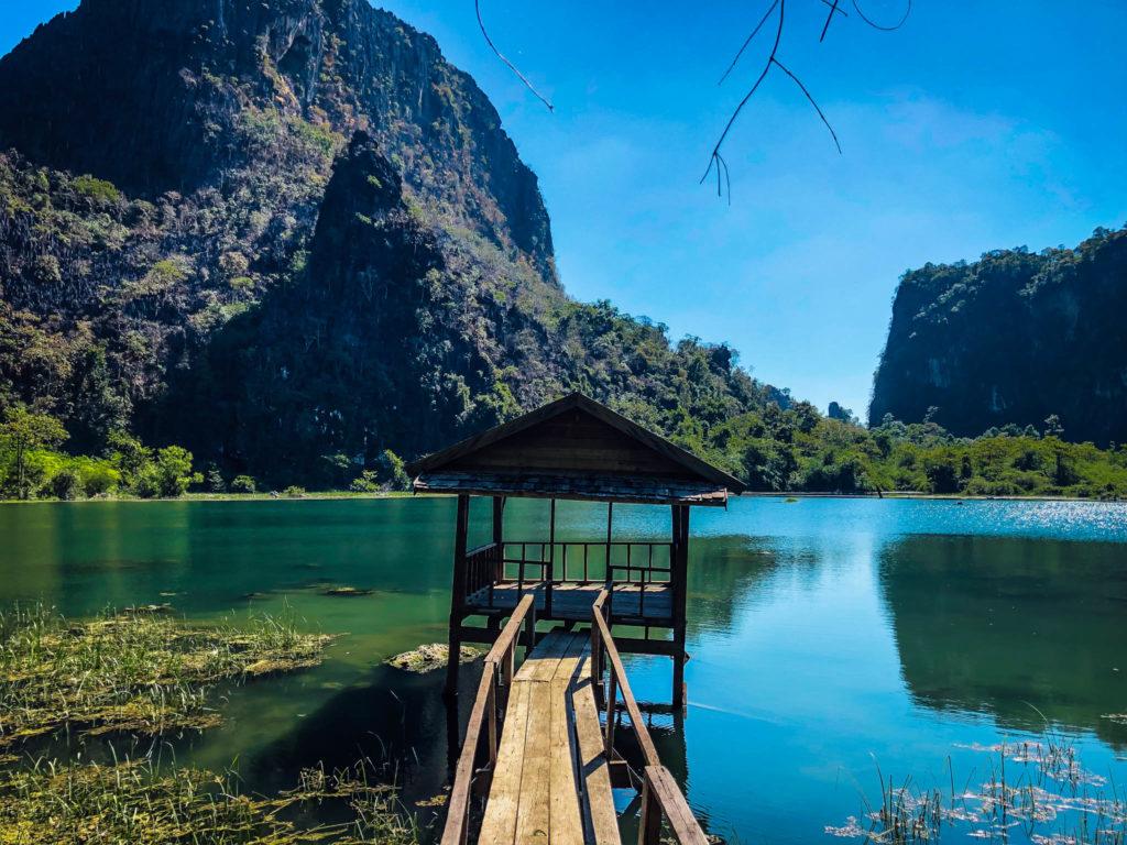 Le lac à côté de la Buddha cave