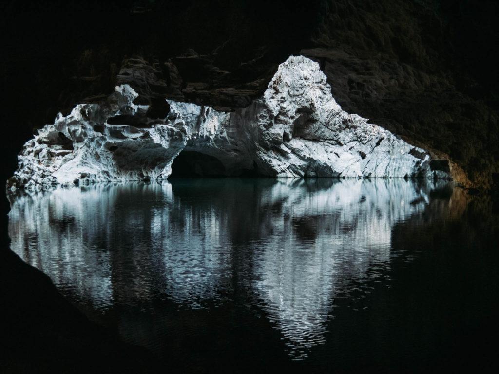 Le lac dans la grotte de Tham Sa Pha In