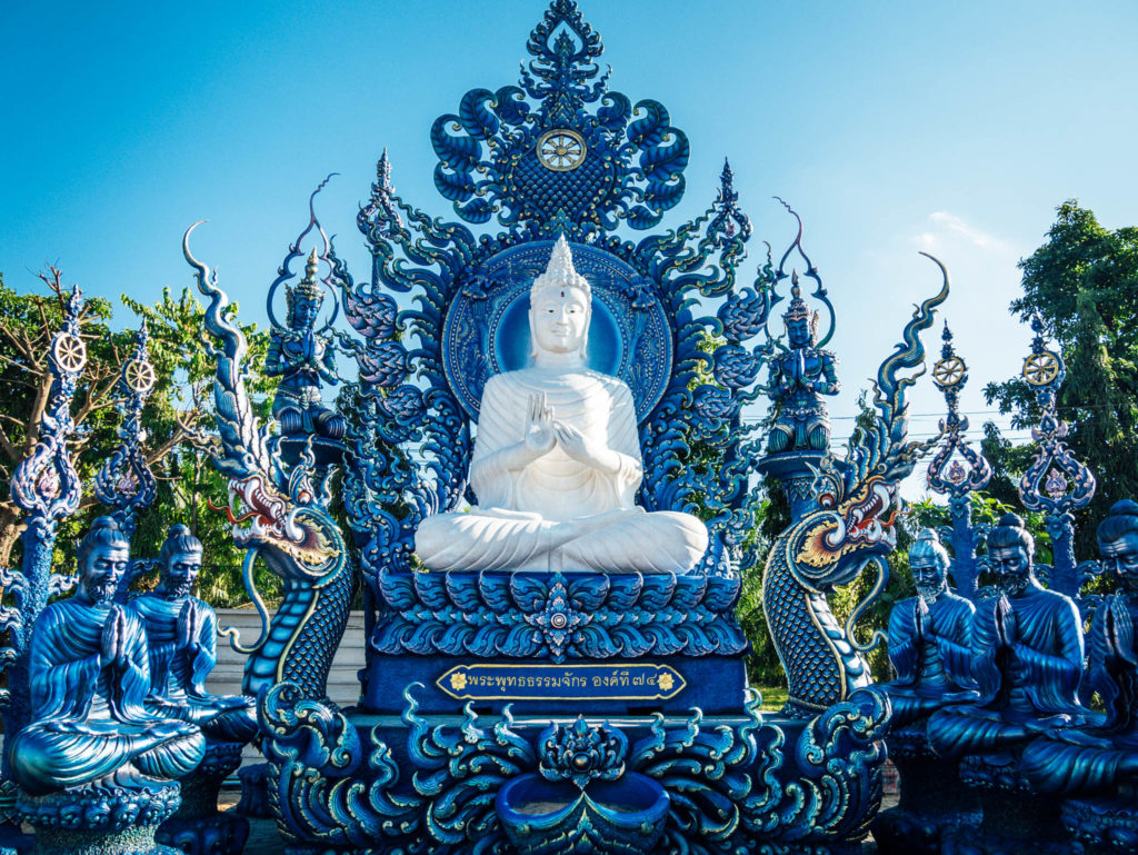 Dans l'enceinte du temple bleu