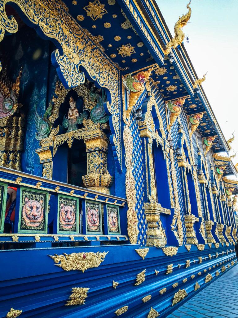 Le côté droit du temple