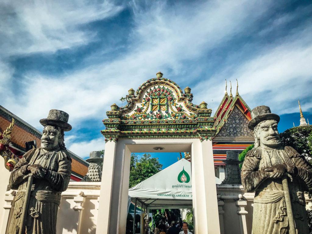 Des statues géantes dans l'enceinte du Wat Pho