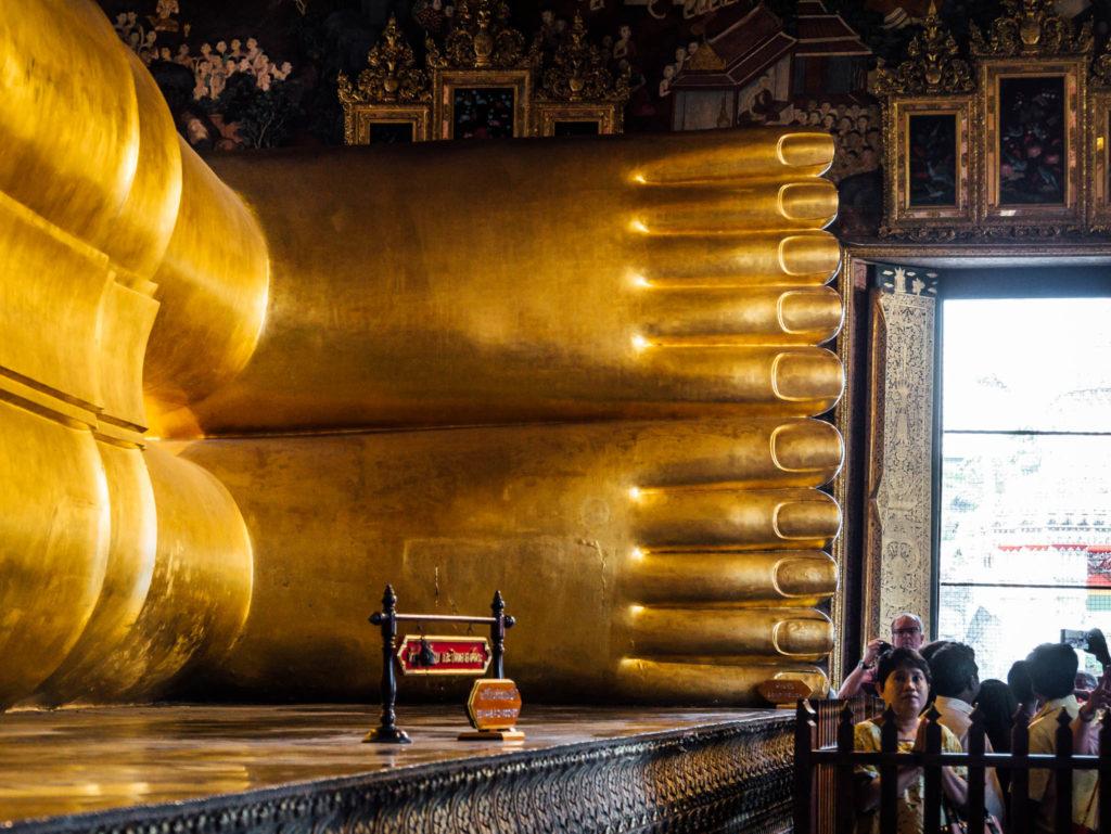 Les pieds du bouddha géant. Vous avez vu leur taille ?!