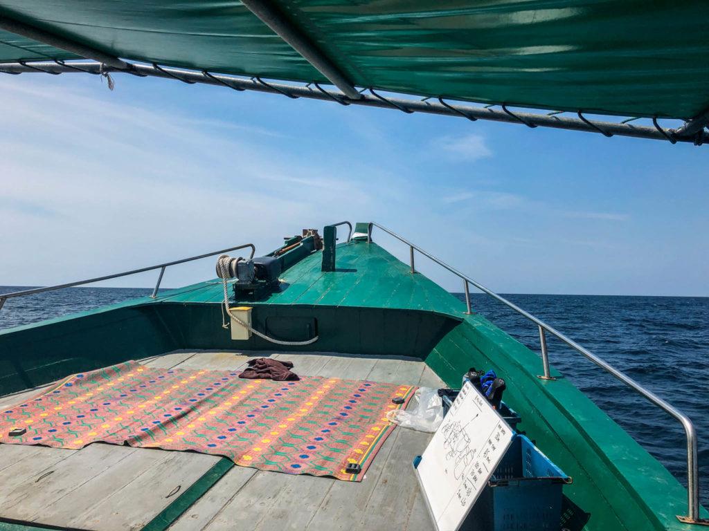 Notre bateau qui nous emmène sur le site de plongée