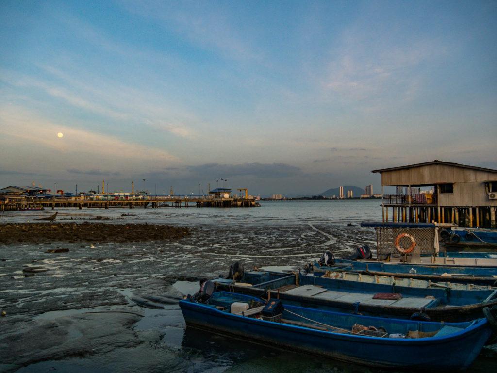 La vue depuis les jettys ou ponton en bois chinois