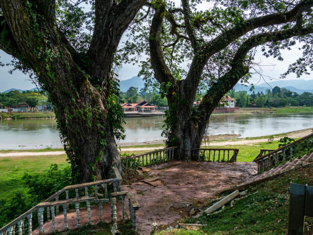 Le parc le long du fleuve