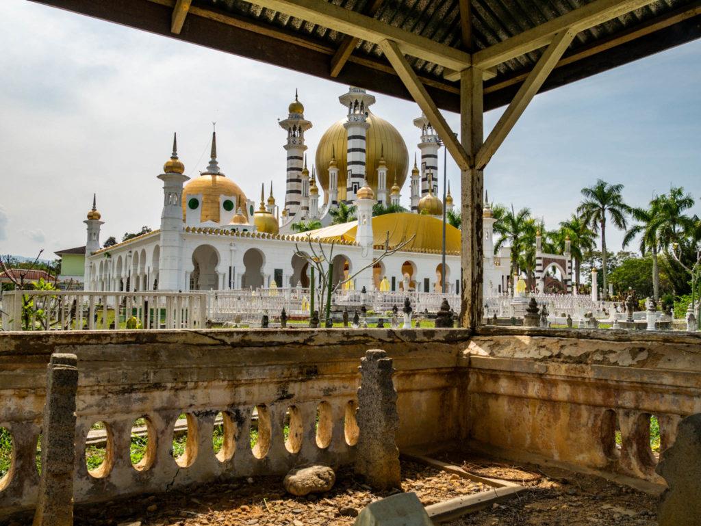 La mosquée Ubudiah vue depuis le cimetière