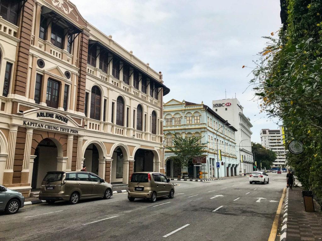 Les bâtiments au style colonial