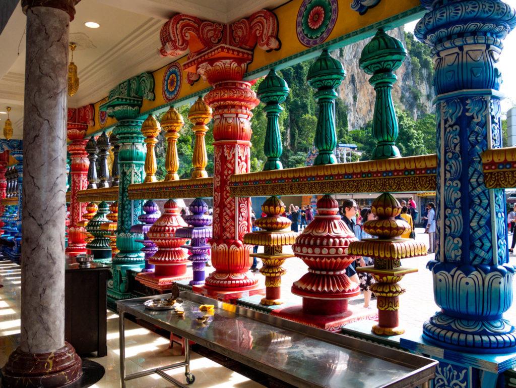 L'intérieur du te^mple hindou