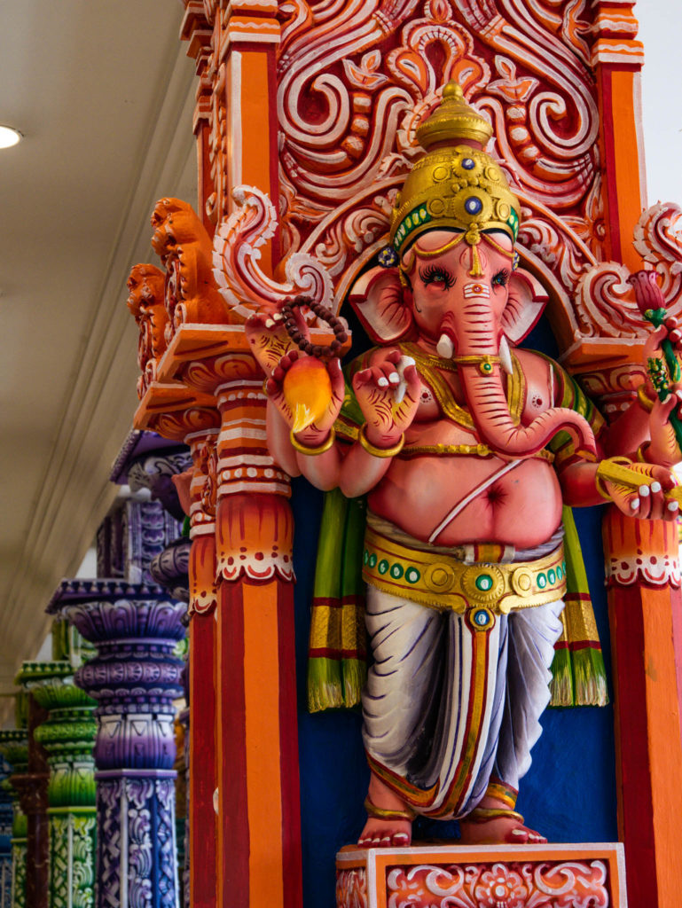 Une des statues des dieux hindous