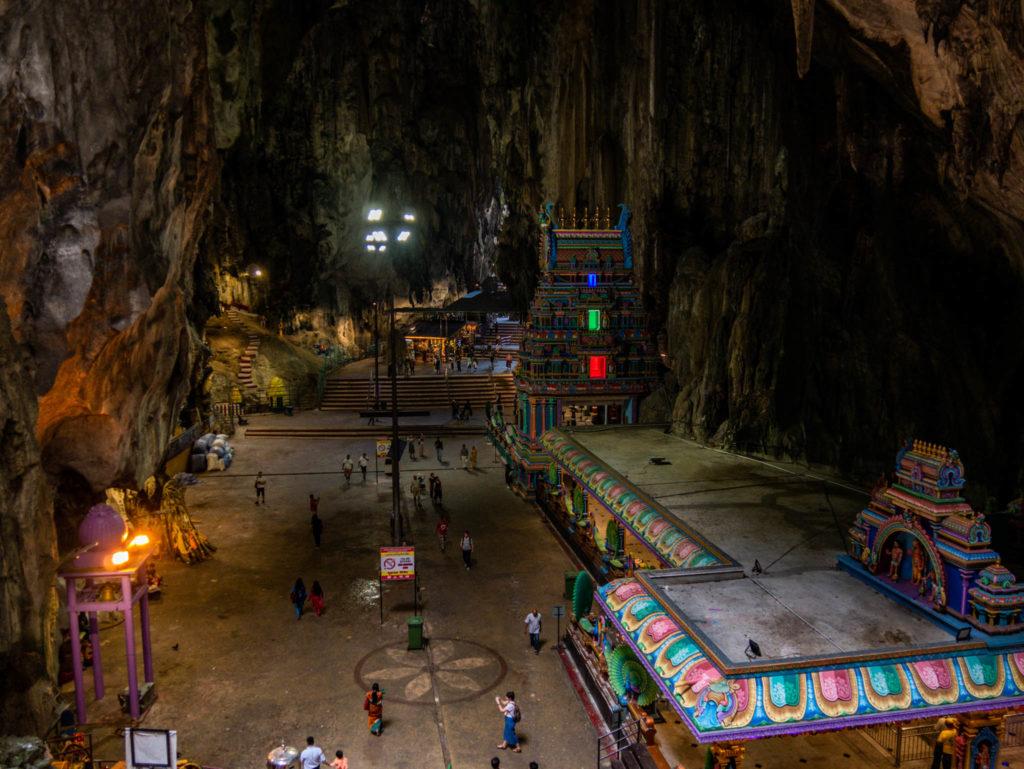 A l'intérieur de la grotte un temple a été construit