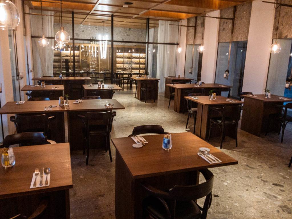 La salle du petit-déjeuner également restaurant le soir