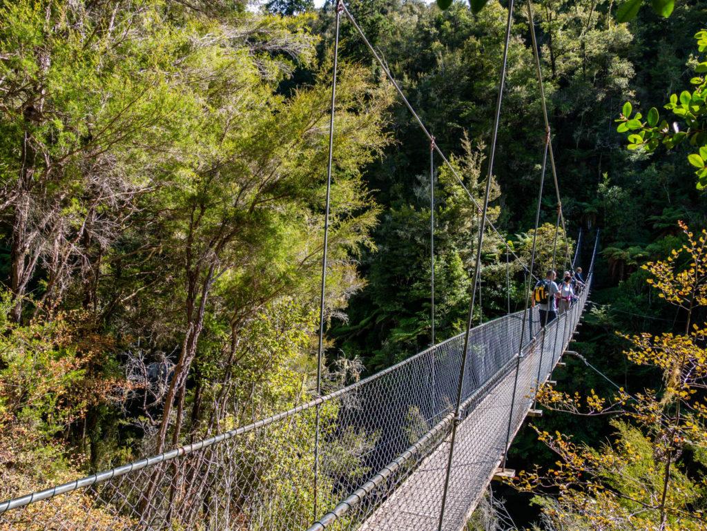 Le pont suspendu à franchir pendant la randonnée