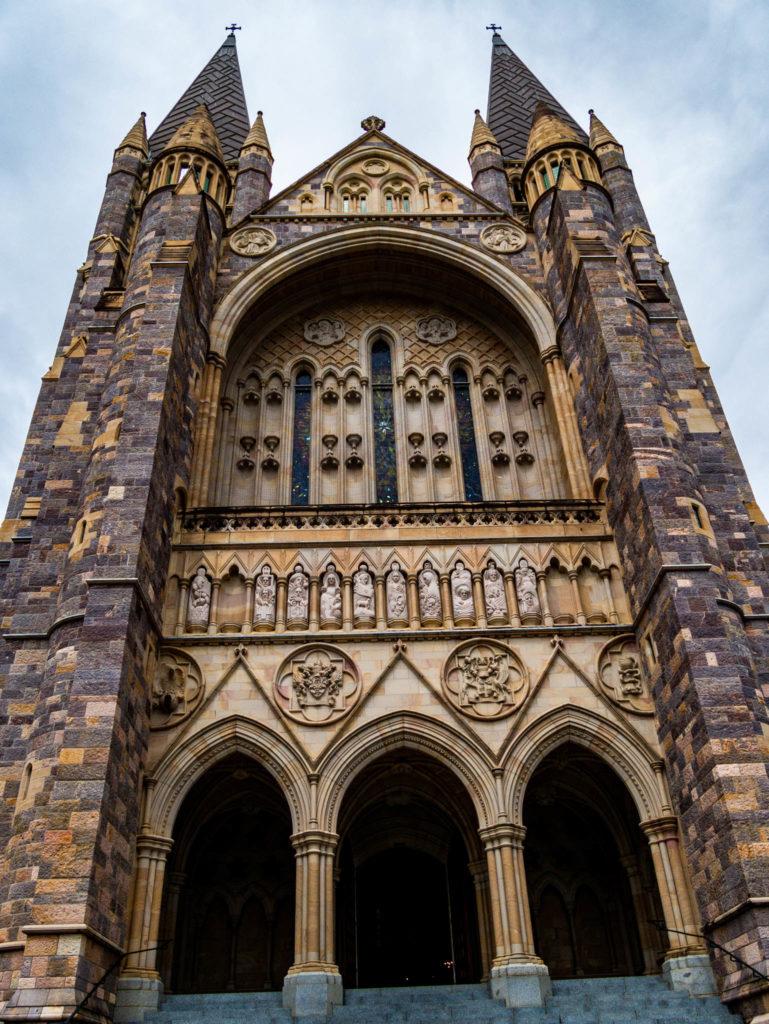 L'entrée de la cathédrale Saint John