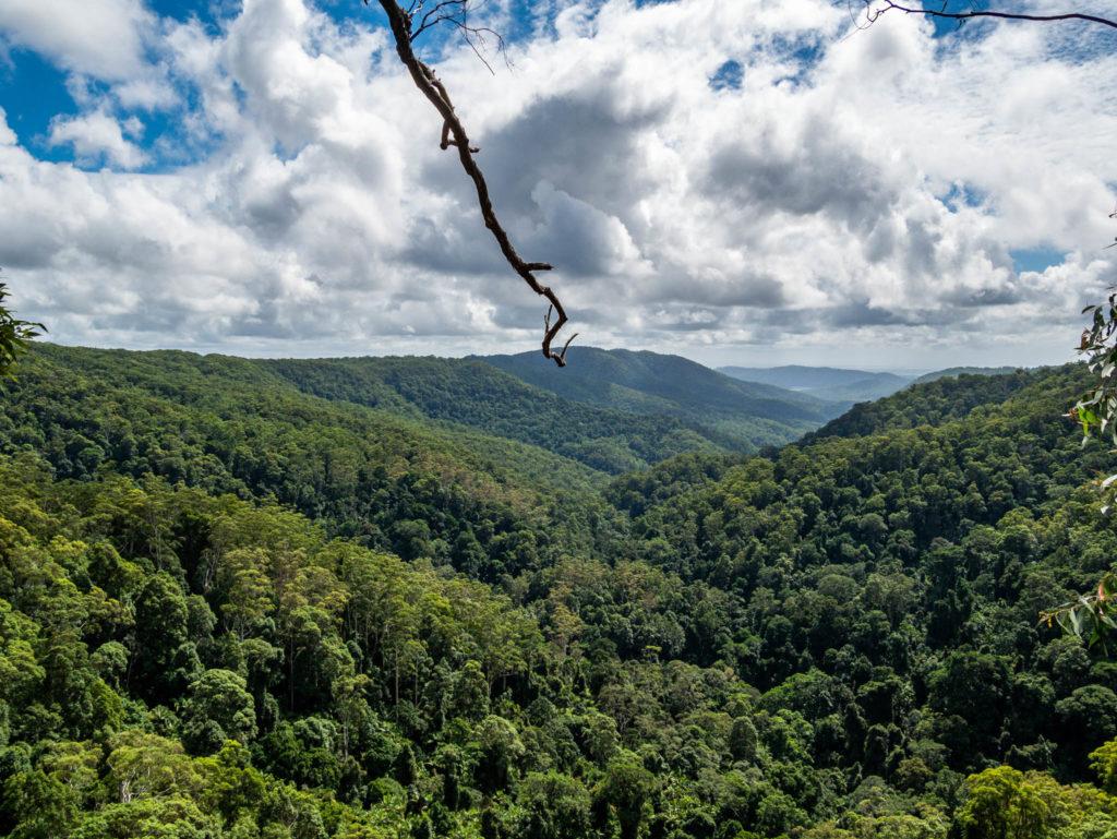 Vue panoramique sur les montagnes environnantes
