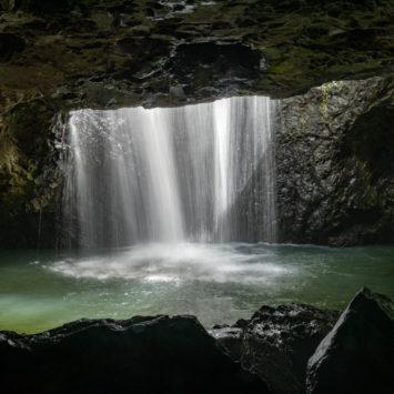 Spectacle du jour : cascade de 100 mètres et tunnel d'eau