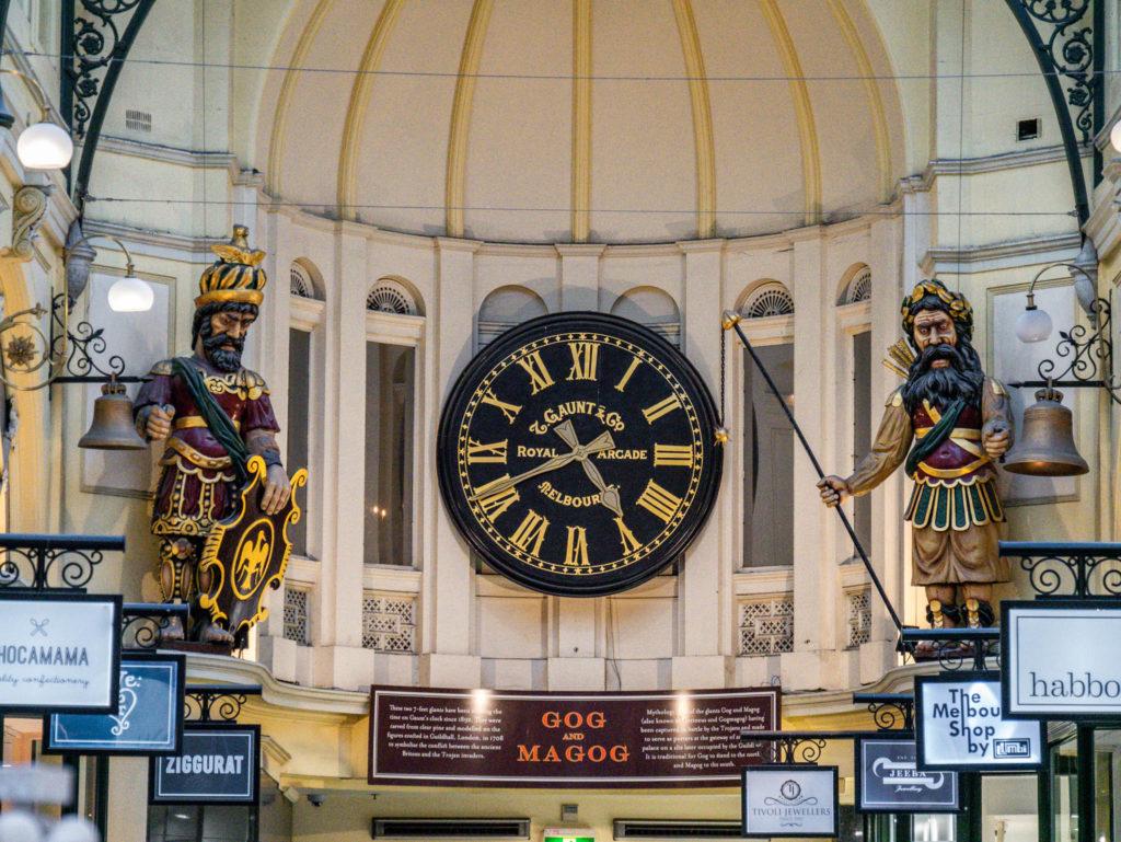 Dans les Royal Arcade